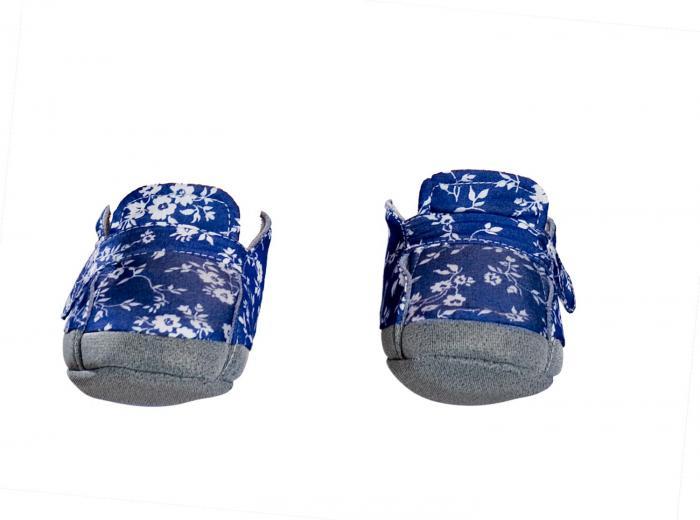 Girl shoes, flower pattern.